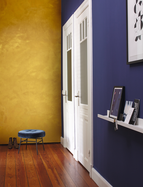 goldene wandfarbe als edler hingucker alpina einrichten. Black Bedroom Furniture Sets. Home Design Ideas