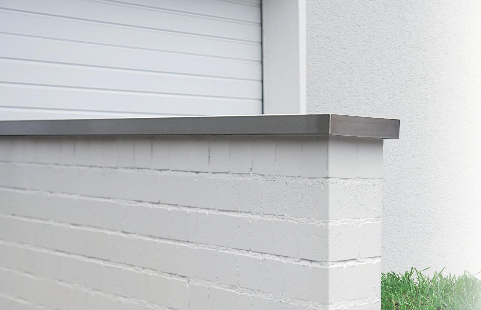 außenfarbe weiß mauer garage balkon streichen: alpina mauerfarbe