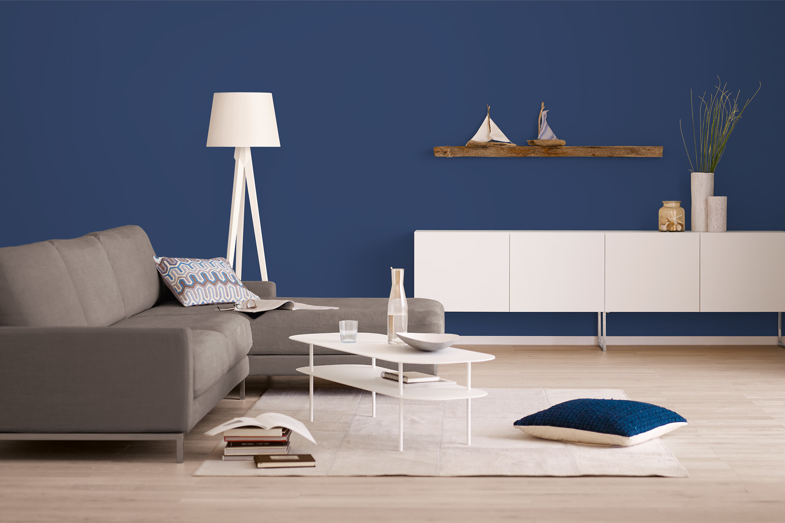 innenfarbe in blau dunkelblau streichen alpina. Black Bedroom Furniture Sets. Home Design Ideas