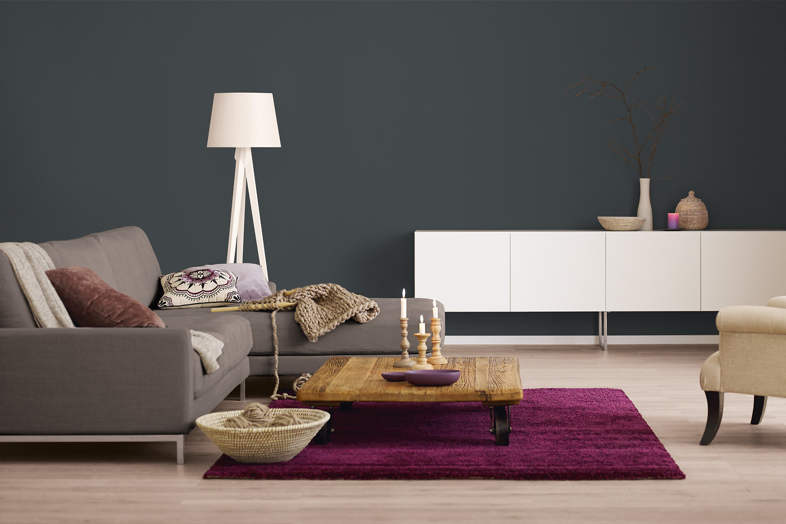 innenfarbe in grau anthrazit streichen alpina. Black Bedroom Furniture Sets. Home Design Ideas