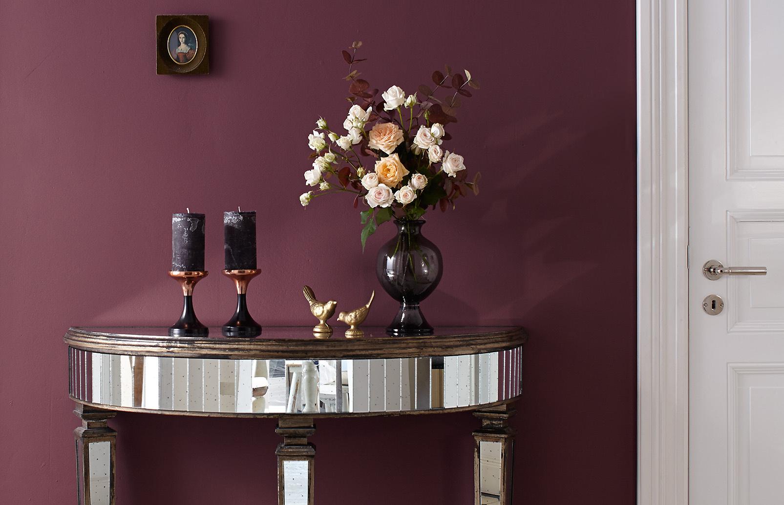 premium-wandfarbe. violett, purpur: alpina feine farben farbe der