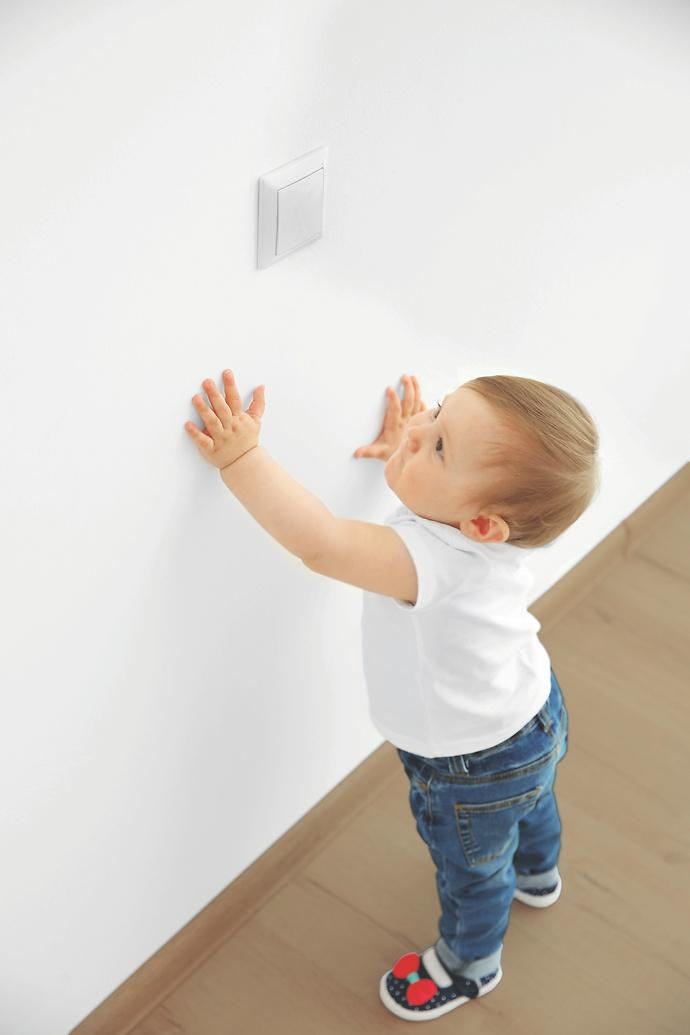 Reinigungsfähiger, transparenter Schutzüberzig für die Wand; Alpina ...