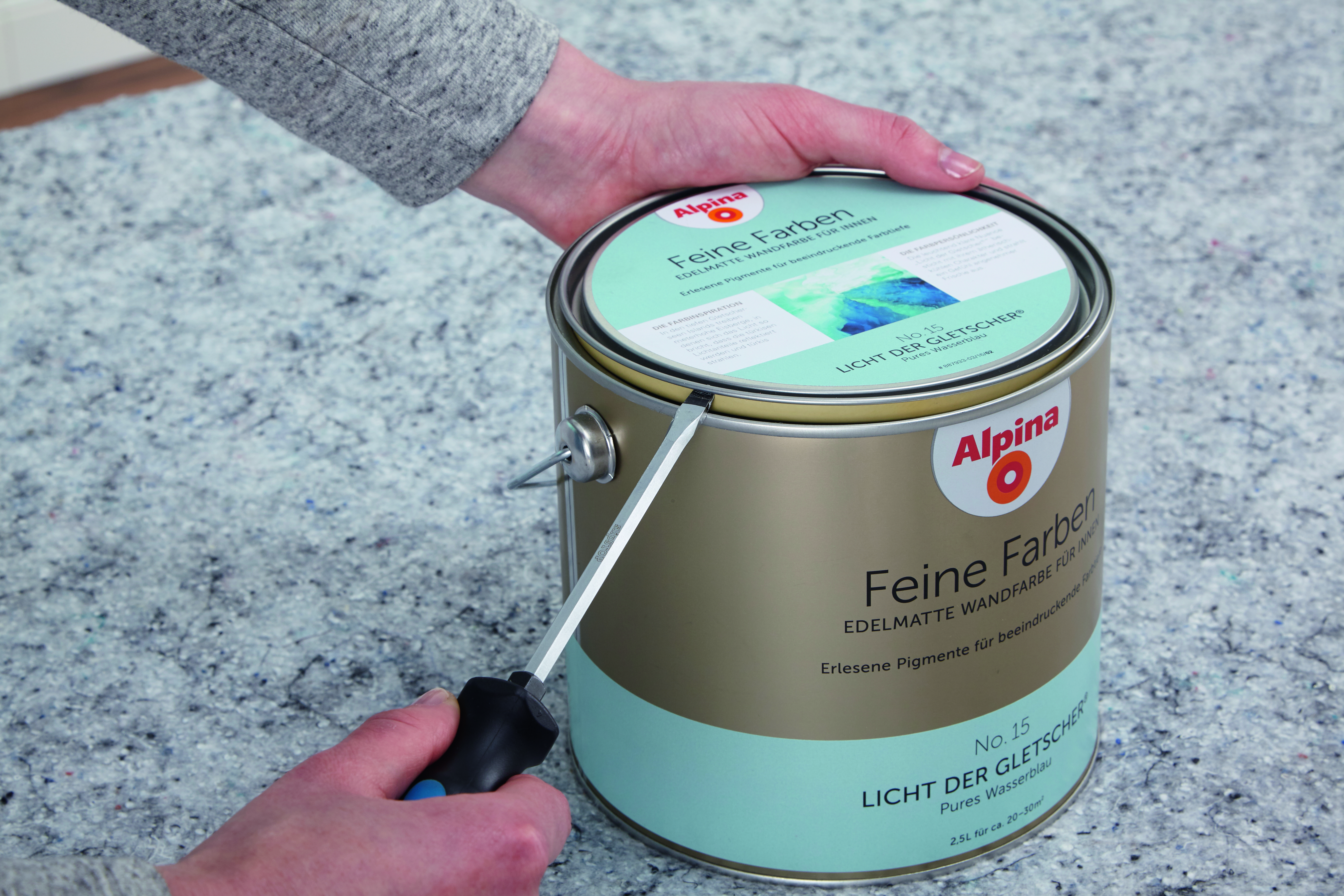 GroB Wenn Die Zuerst Aufgetragene Farbe Auf Der Wand Komplett Durchgetrocknet  Ist, Wird Die Zweite Farbe Vorbereitet. Den Deckel Der Farbdose (Alpina  Feine ...