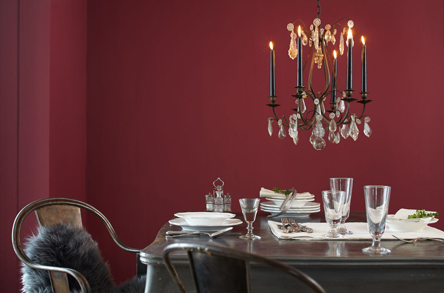 alpina feine farben edelmatte wandfarben in rot alpina farben. Black Bedroom Furniture Sets. Home Design Ideas