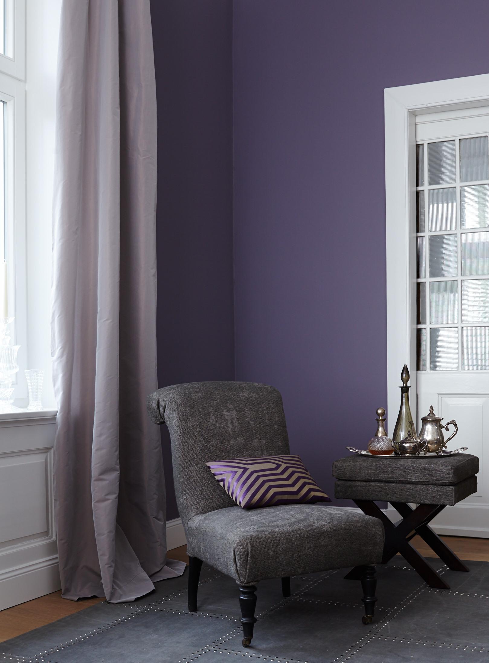 Farb wirkung von violett im raum alpina farbe wirkung for Wandfarbe lila wirkung