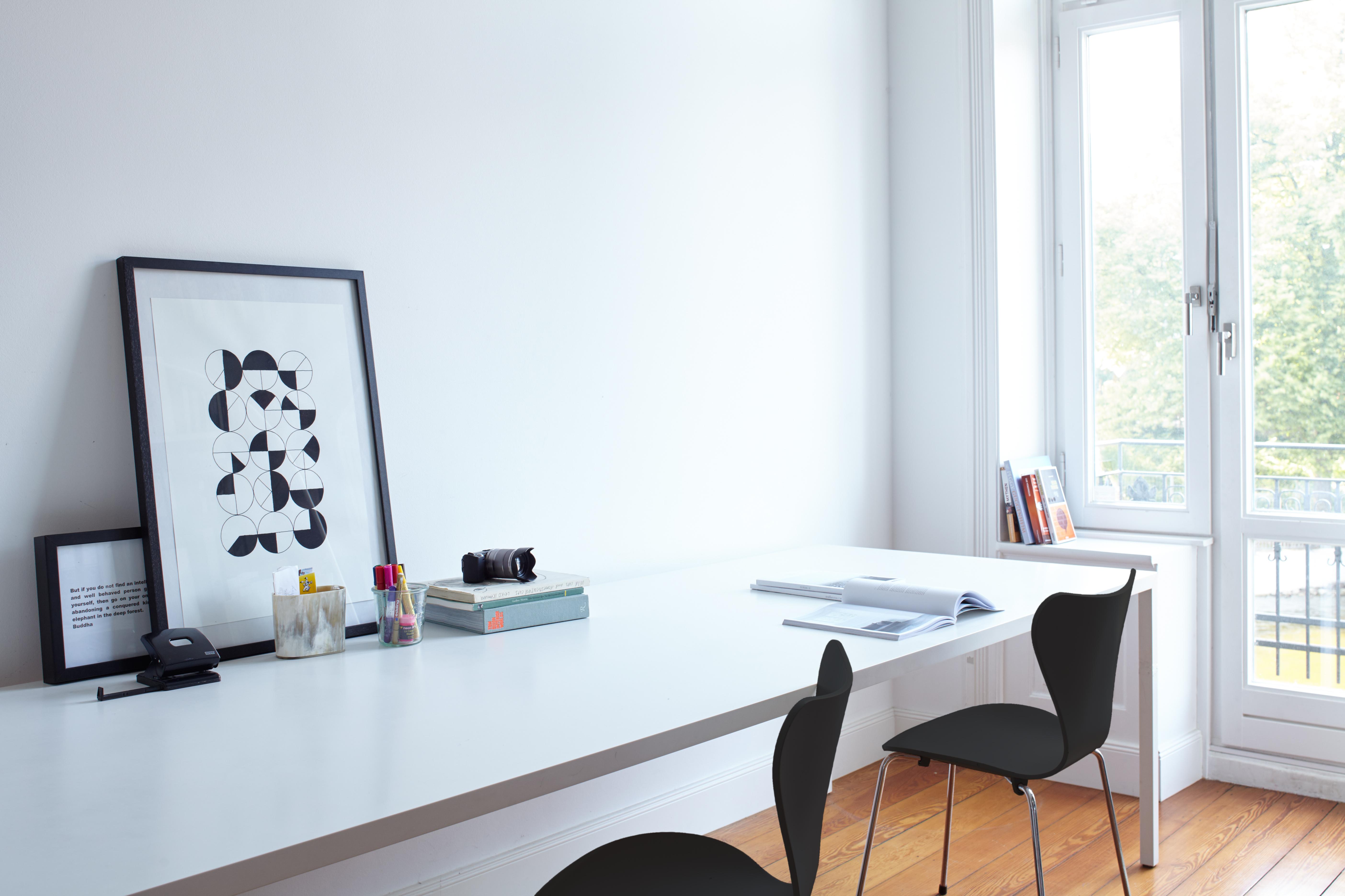 moderne wandgestaltung in schwarz und wei alpina farbe inspiration. Black Bedroom Furniture Sets. Home Design Ideas