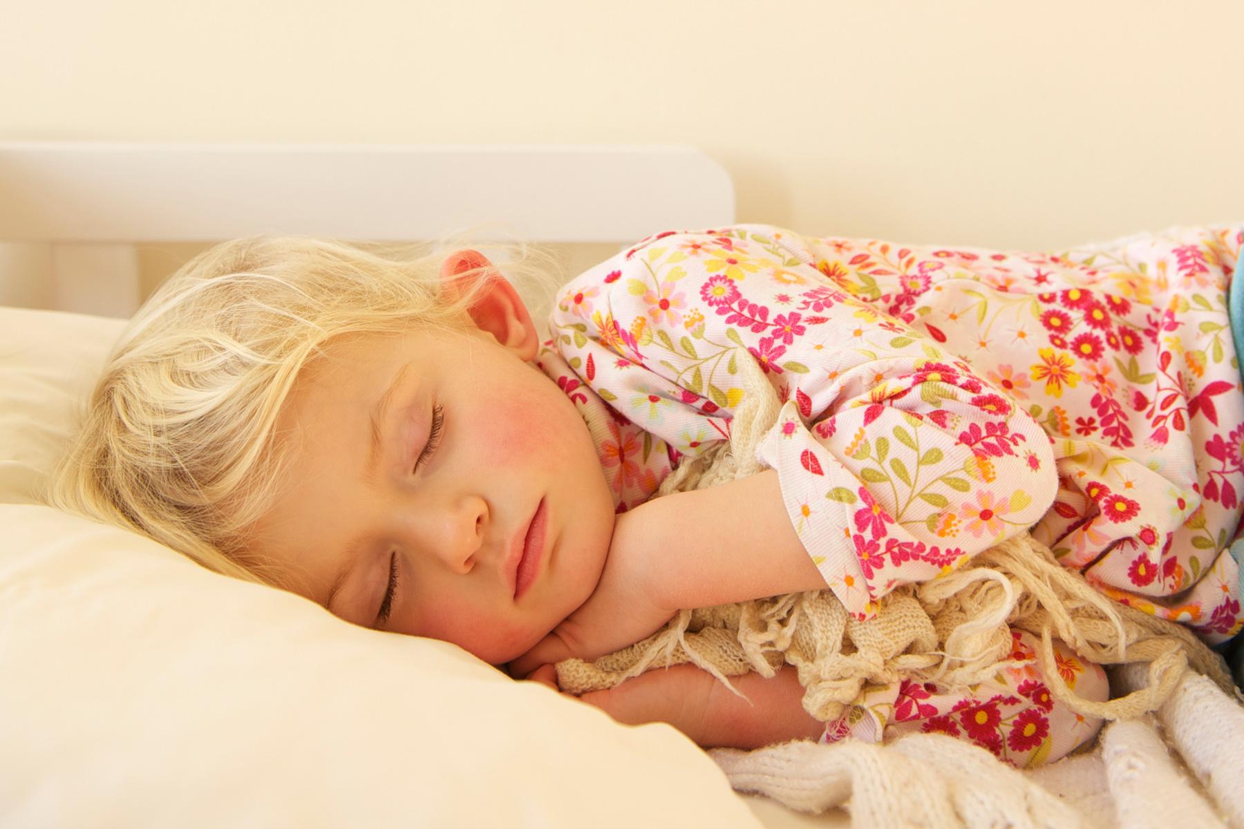 kinderzimmer f r m dchen ab 3 jahren rosa wandfarben. Black Bedroom Furniture Sets. Home Design Ideas